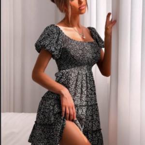 Φόρεμα με μικρά λουλουδάκια σφηκοφωλιά το μπούστο